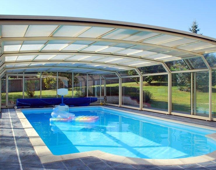 Et si on se jetait à l'eau en achetant un abri de piscine ?