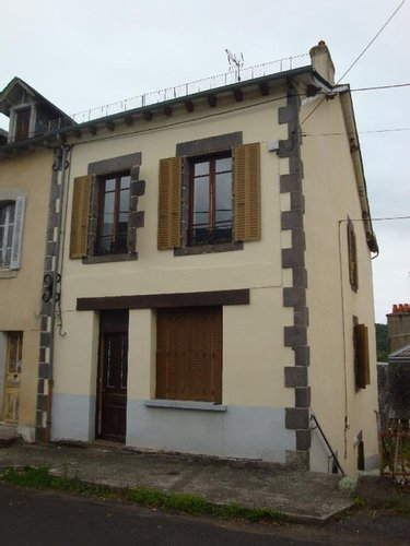 Immeuble a vendre Drugeac 15140 Cantal  90100 euros