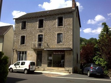 Immeuble a vendre Ydes 15210 Cantal  42400 euros
